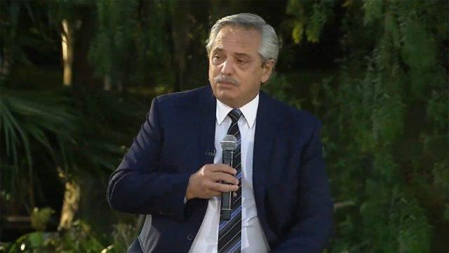 """Fernández: """"La economía social tiene que estar junto a la UIA y la CGT"""" – Télam"""