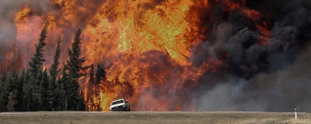 Miles de personas escapan de incendios forestales en Canadá y el oeste de Estados Unidos – Télam