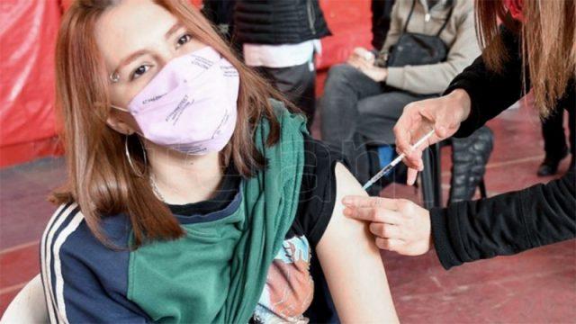 Comienza la vacunación de adolescentes de 12 a 17 años con factores de riesgo – Télam
