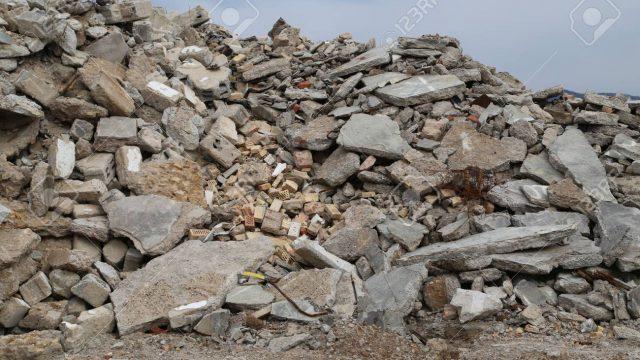 Escombros y tierra